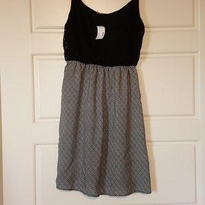 Dresses & Skirts - Spaghetti strap black and white dress
